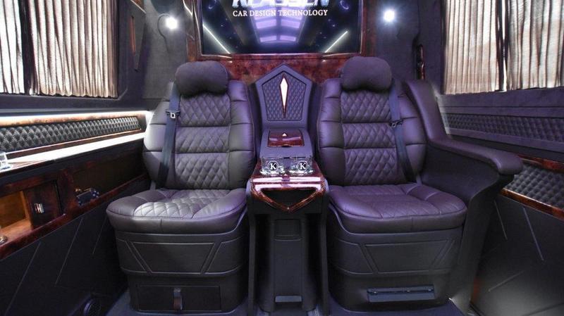 VIP Bus   07